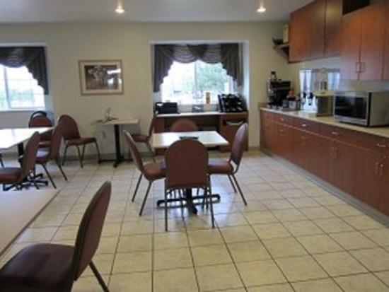 Alliance Inn and Suites: Breakfast Bar