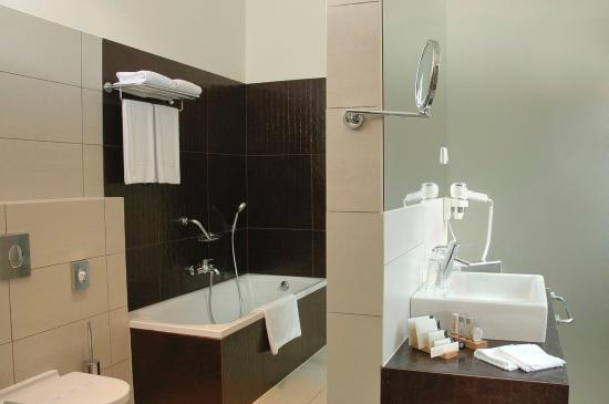 Buda Castle Fashion Hotel: Bathroom
