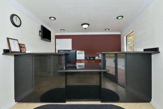 Americas Best Value Inn - Adelanto/Victorville: Front Desk