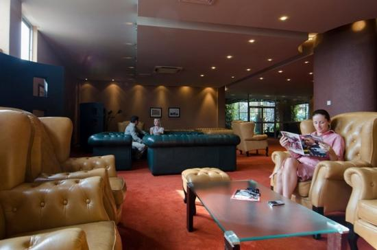 Kabira Country Club: Lobby view