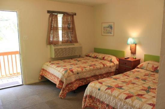 Buncombe Corner Striper Inn: Motel Room Double