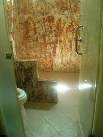 لانتا كلونج نين بيتش ريزورت: bathroom