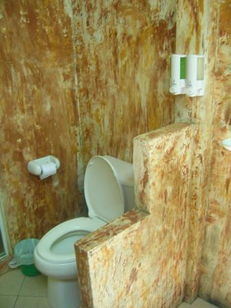 Lanta Klong Nin Beach Resort: bathroom