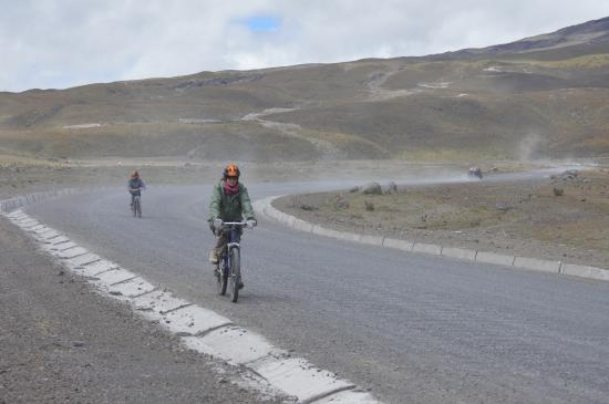 Arie's Bike Company Day Tours: biking down Cotopaxi