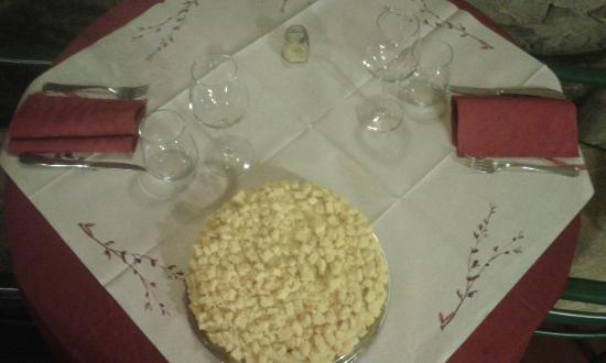 Ristorante Pizzeria il Mulino di Quercegrossa: Pesce........ ingresso......Torta mimosa uno spettacolo. ......