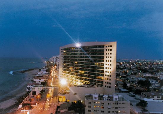 Barcelo Colon Miramar: Exterior Night View