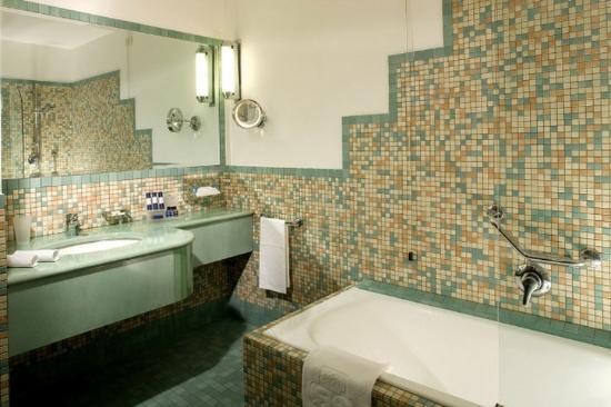 Royal Continental Hotel : Bathroom