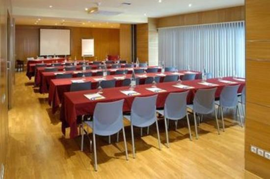 Evenia  Rosello: Meeting Room