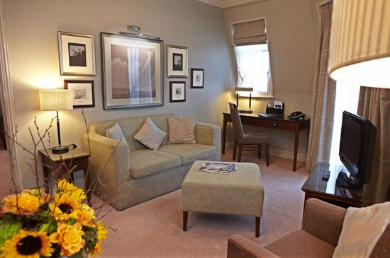 Hotel Pomme d'Or : The Suite Lounge Area