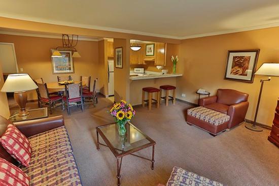 Forest Suites Resort at Heavenly Village: Suite Living Room