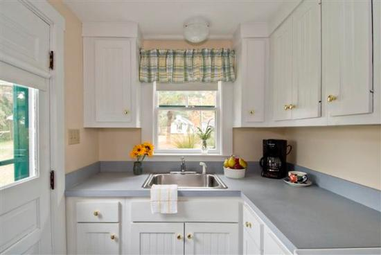 The Dunes on the Waterfront: Kitchen In Cottage