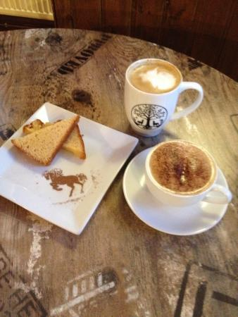 Blackhorse Hotel : Brodie's coffee and a cake