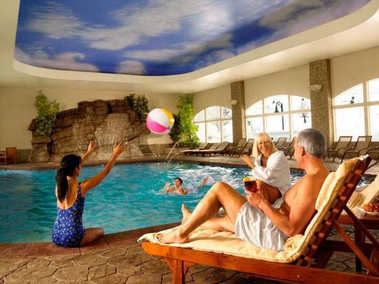 Zermatt Resort & Spa, A Trademark Collection Hotel : Family At Pool