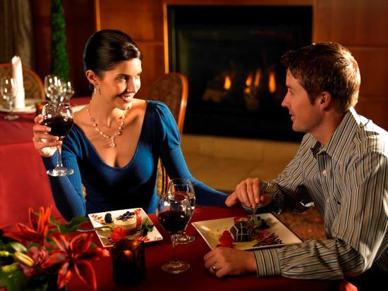 Zermatt Resort & Spa, A Trademark Collection Hotel : Couple Dining