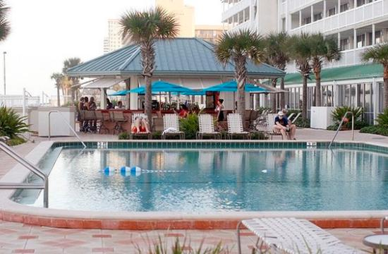 Daytona Beach Resort and Conference Center: Pool deck and Reef bar