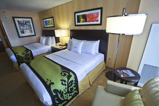 DoubleTree by Hilton Hotel Santa Ana - Orange County Airport: Queen Beds