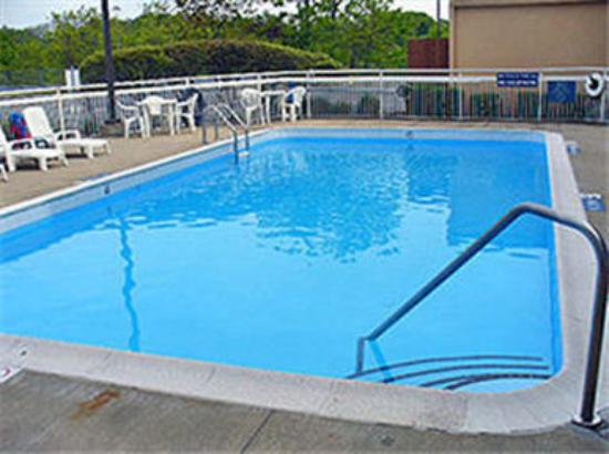 Outdoor Pool Picture Of Motel 6 Cleveland Willoughby
