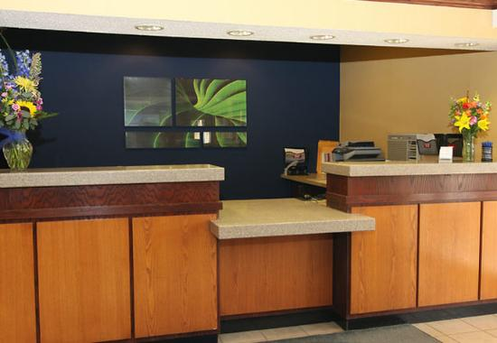 Fairfield Inn & Suites Minneapolis-St. Paul Airport: Front Desk