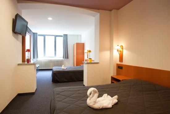 Century Hotel : Century HRFamily Room