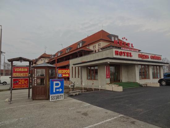 Rozsa Csarda - Hotel Huber: bewachter parkplatz