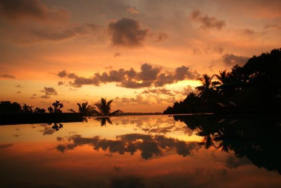 Hotel Panorama: Pool und Aussicht bei Sonnenuntergang