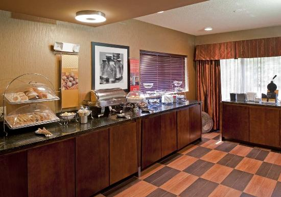 Hampton Inn Memphis Southaven: Breakfast Bar
