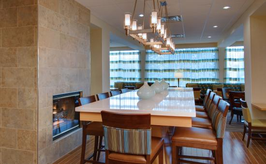 Hampton Inn White Plains / Tarrytown: Breakfast Table