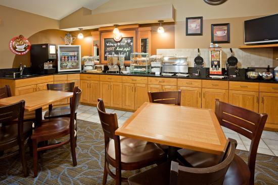 AmericInn Lodge & Suites Princeton: Americ Inn Princeton Breakfast