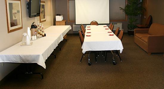AmericInn Lodge & Suites Tomah: Americ Inn Tomah Meeting Room