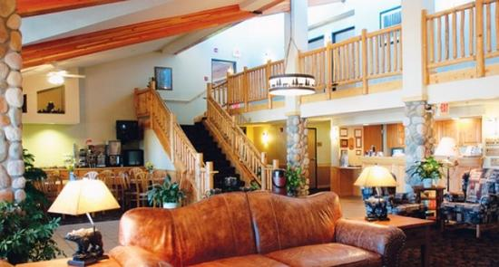AmeriVu Inn and Suites - Shell Lake: Lobby