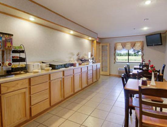 Baymont Inn & Suites Lancaster : Breakfast Area
