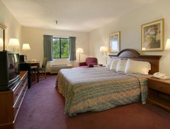 Baymont Inn & Suites Lancaster : Standard King Bed Room