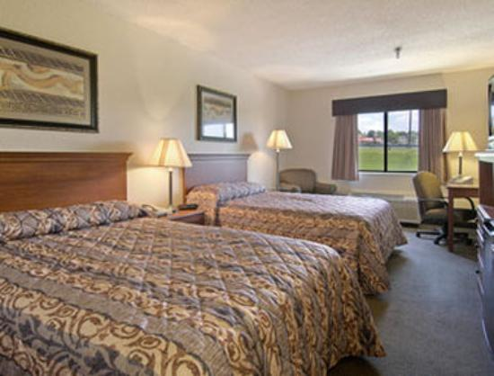 Baymont Inn & Suites Lancaster : Standard Two Double Bed Room