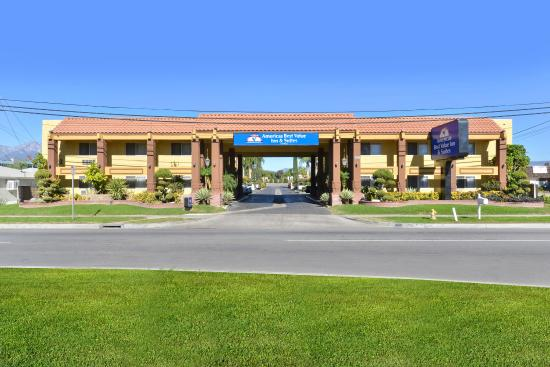 Americas Best Value Inn & Suites-Fontana: Exterior Front View