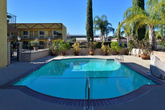 Americas Best Value Inn & Suites-Fontana: Pool