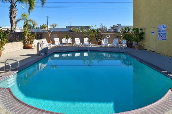 Americas Best Value Inn & Suites-Fontana: Pool