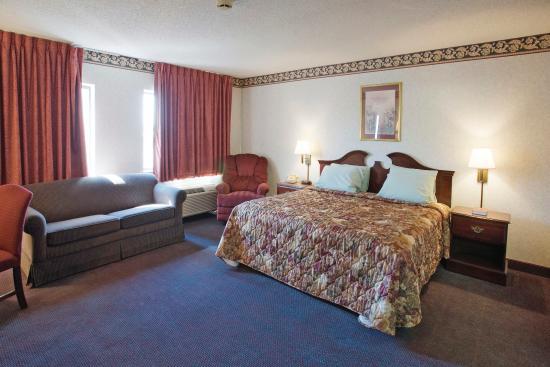 Americas Best Value Inn: One King Suite