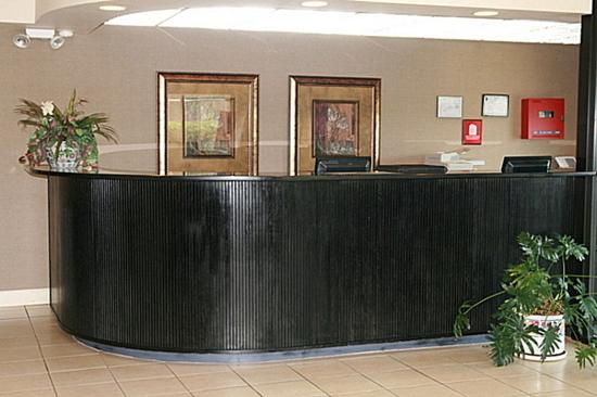 Regency Inn & Suites: Lobby
