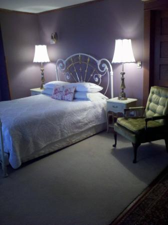 1922 Starkey House Bed & Breakfast Inn: The Veranda View Room with private porch/lake views