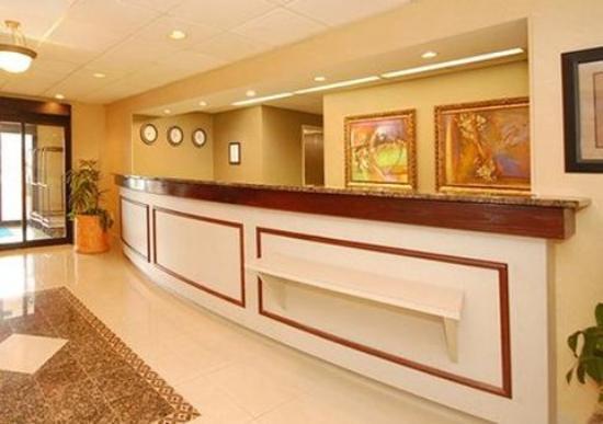 Holiday Inn Express Omaha West-90th Street: Lobby (OpenTravel Alliance - Lobby view)