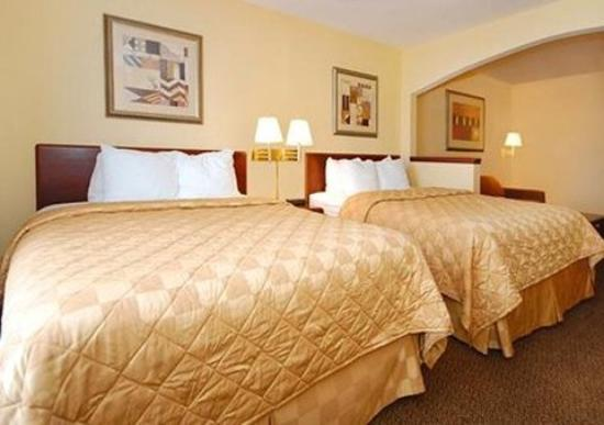Holiday Inn Express Omaha West-90th Street: Guest Room (OpenTravel Alliance - Guest room)