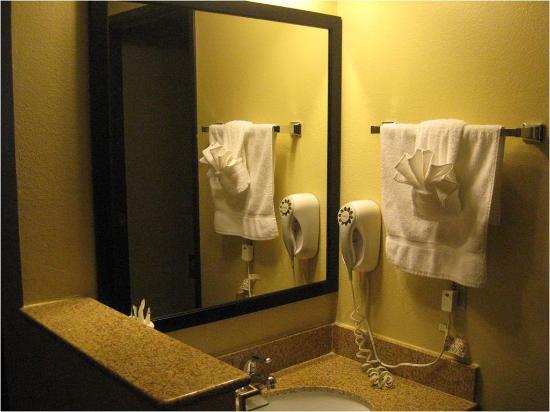 BEST WESTERN PLUS Gold Poppy Inn : Bathroom