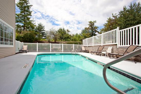 Country Inn & Suites By Carlson, Asheville at Biltmore Square Mall: CountryInn&Suites Asheville Pool
