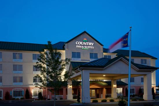 CountryInn&Suites Goldsboro ExteriorNight