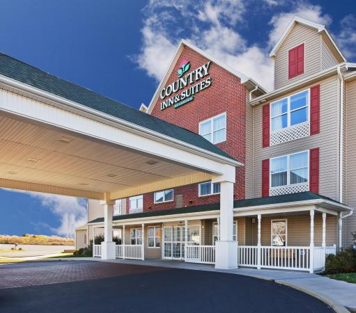 Country Inn & Suites By Carlson, Chambersburg: CountryInn&Suites Chambersburg ExteriorDay