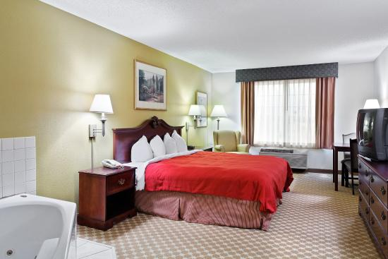 CountryInn&Suites Manteno  WhirlpoolSuite