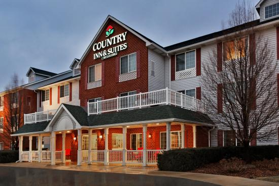 CountryInn&Suites Manteno  ExteriorNight