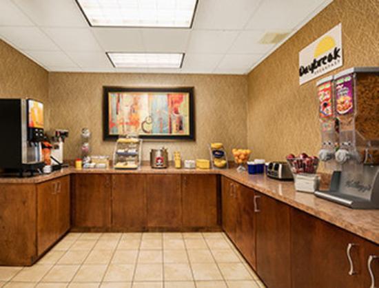 Days Inn Atlanta Stone Mountain: Breakfast Area
