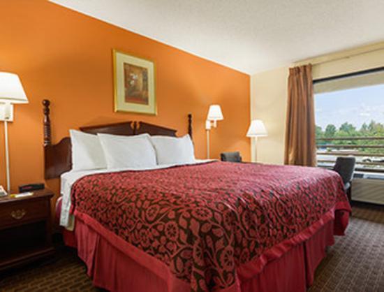 Days Inn Atlanta Stone Mountain: 1 King Bedroom
