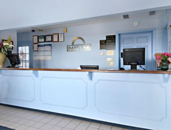 Days Inn Liberty/NE Kansas City: Lobby
